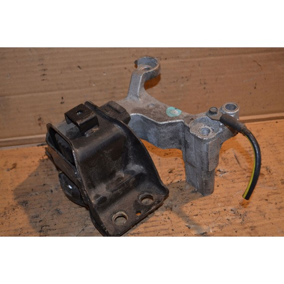 Купить Опора двигателя правая для Nissan Qashqai (J10) 2006-2014 в Интернет-магазине