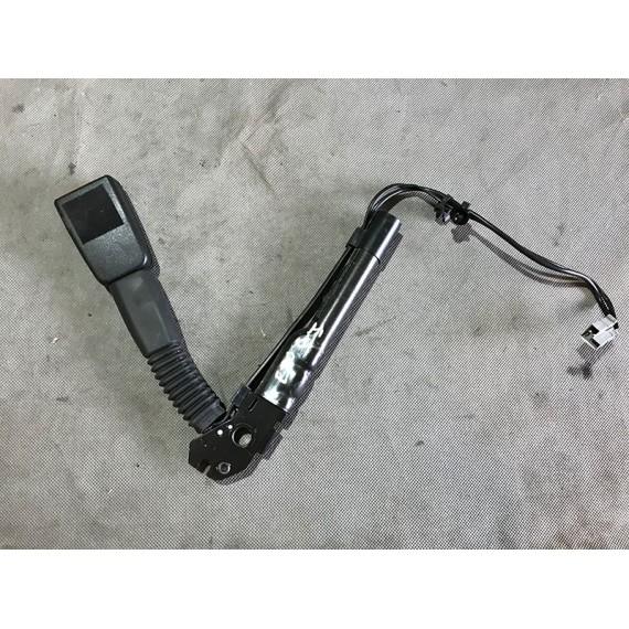 Купить Натяжитель ремня безопасности левый BMW E90 в Интернет-магазине