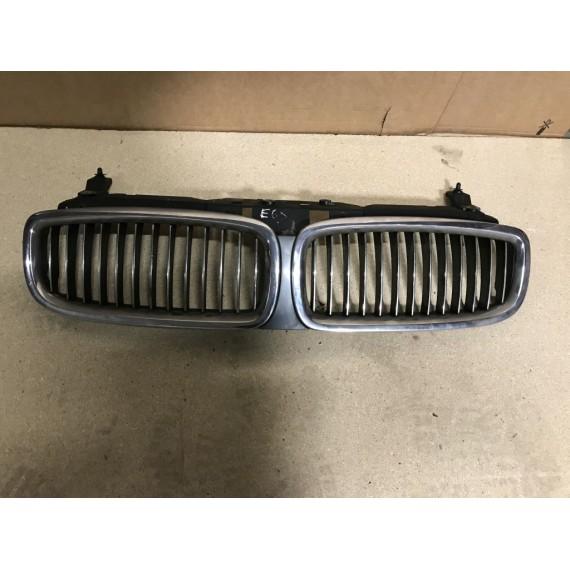 Купить 51137037727 Решетка радиатора в сборе BMW 7 E65 в Интернет-магазине