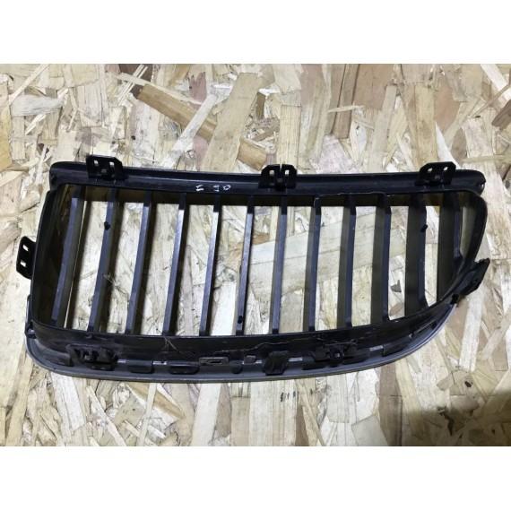 51137120008 Решетка радиатора правая BMW Е90 купить в Интернет-магазине